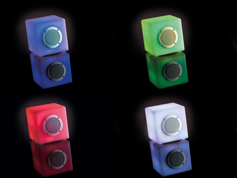 Speaker Met Licht : Outwell drievoudige stekkerdoos met oprolbare kabel en usw licht